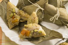 自製黃金十糧粽,一顆熱量僅270大卡。
