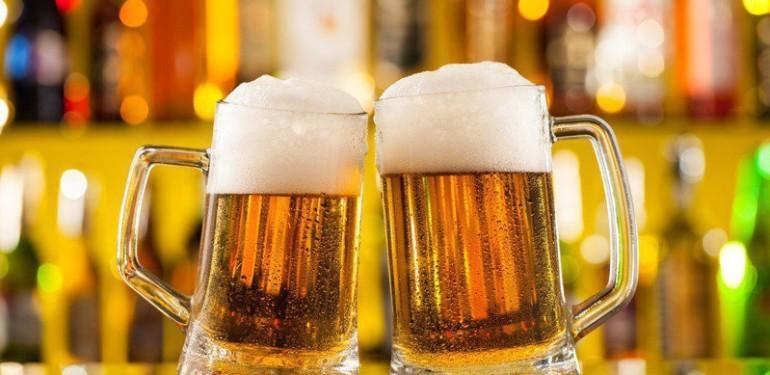 喝酒會提高罹患疾病的風險,易導致肥胖又傷肝。圖╱123RF
