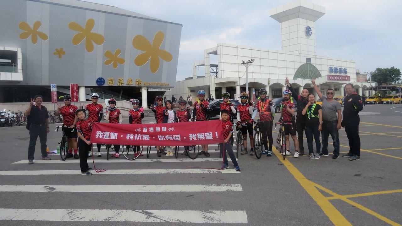 台灣、香港11名癌友「吾癌無礙」車隊騎車環台10天,挑戰4處極點燈塔,證明自己也希望大眾了解運動抗癌。記者范榮達/攝影